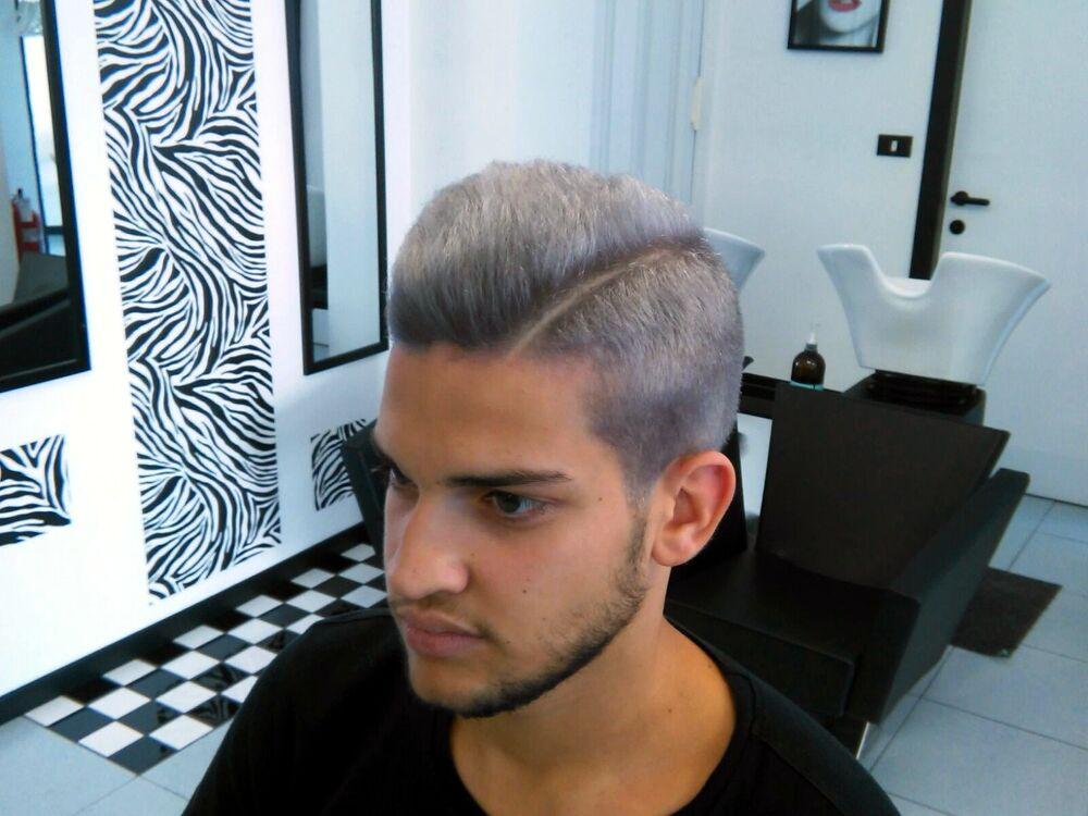 Taglio moda capelli argento